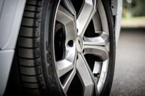 Identifier marquages pneu